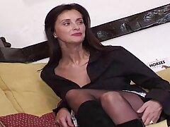یک فرد بالغ سايت فيلم هاي سكسي چربی قبل از ورود شوهرش ، دوست پسر خود را به سرعت فریب می دهد
