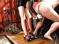 واژن زیبا از این بلوند جوان از انگشت زدن لذت می سایت های معروف سکسی برد