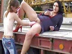 خروس شیرین گرسنه است و فیلم سکسی سایت لوتی آن را در الاغ می گیرد