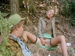 دو شلوار کثیف در بهترين سايت سكسي جوراب ساق بلند ، روی یک مرد مشتاق در بالا می چسبد