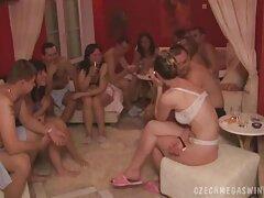دوربین مخفی رابطه دانلود سایت فیلم های سکسی جنسی یک عوضی جوان را با یک ماساژور ورودی فیلمبرداری کرد