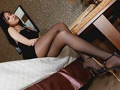 بیدمشک اصلاح شده از ادرس سایت های سکسی خارجی مدل پورنو جوان یک dildo عالی می گیرد