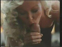 پورن سایت سکسی معروف استار رابطه جنسی خشن دهانی را می پذیرد