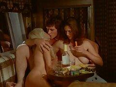 Redhead Camilla یک هنر واقعی را با یک سینه ساده انجام بهترین سایت فیلم سکسی می دهد