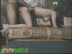 یک زن جوان ژاپنی بزرگترین سایت سکس تقدیر مرد را زنده می کند و از آن لذت می برد