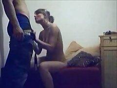 ماساژور در یک جمع بندی یک دختر زیبا سایت های معروف سکسی را در واژن لعنتی