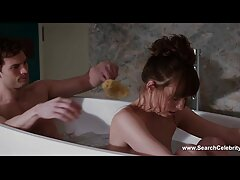 زن جوان جوان ژاپنی یک مرد را در حمام شست و شو می دهد و مقعد و توپ را برای ارگاسم سایت های سکسی خارجی لیز می کند