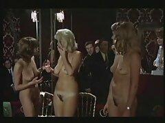 بلوند وسوسه در جوراب ساق بلند معروفترین سایت های سکسی ماهی