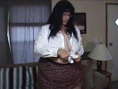 زن خانه دار بالغ از دیک معشوق عضلانی خود در داخل بهترین سایت های دانلود فیلم سکسی گربه خود لذت می برد