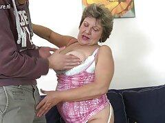 جوجه سکسی در حالی که با پسر بازی بهترین سایت فیلمهای سکسی می کند بیدمشک خود را استمناء می کند