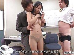 دختر سایتهایسکس جوان سرخپوش دستی به پایان رسید و آماده است تا با یک پسر لعنتی کند