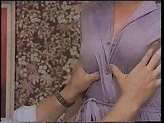 یک ادرس سایتهای سکسی زن جوان ژاپنی با بیدمشک موی مرد را در حمام می شست و آلت تناسلی خود را می کند