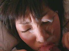 مردی یک لامپ را برای یک آدرس سایت های سکسی زن خانه دار بالغ ثابت کرد و الاغ او را با دیک خود گرفت