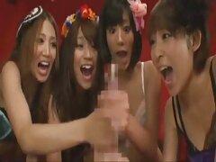 زن زیبای ژاپنی با جوراب های بزرگ ، یک دیک سایت های دانلود فیلم سکسی را بین یک دیک ماساژ می دهد